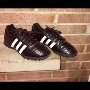 Adidas indoor Woman soccer shoes size 6 Black